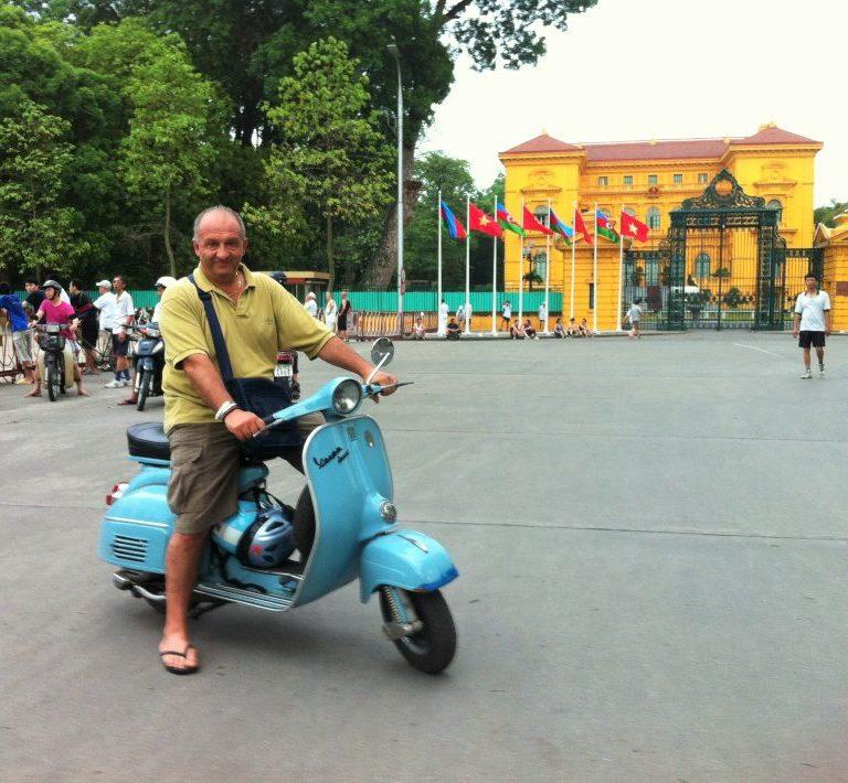 hanoi in vespa vietnam